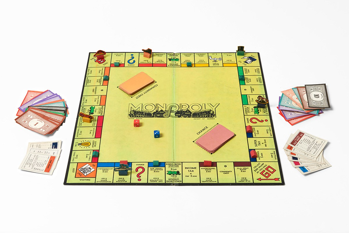 Monopoly board game set, 1939-45. Object number 4139.1