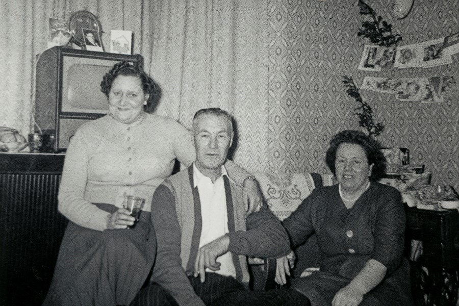Bertram, Hilda and Marge in Leyton, 1960. Object number 96/2008-5