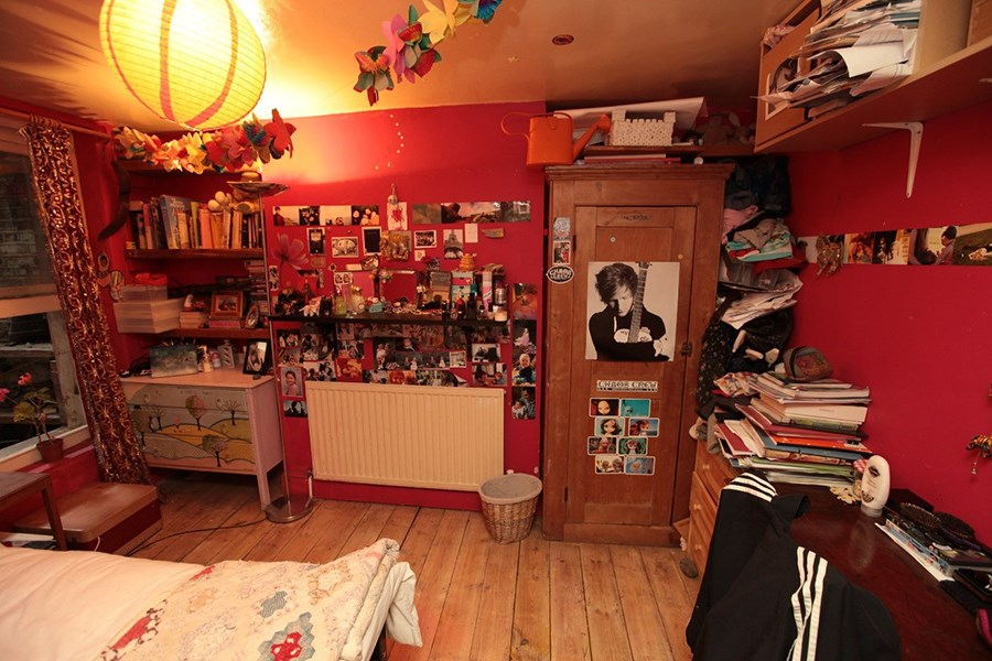 Colour photograph of the bedroom of 15 year old Freya W in East London © Kyna Gourley