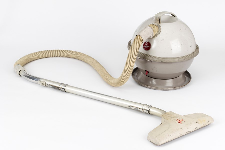 Hoover Constellation, Model 862, 1962. The spherical design was influenced by the Atomic Age and space exploration. Object number 13/2002